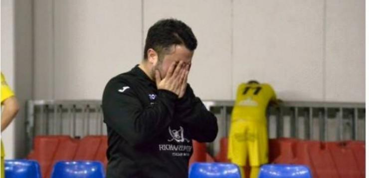 Coach Castellana in lacrime dopo l'accaduto