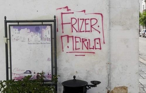 Scritte sui muri, scatta la denuncia contro ignoti